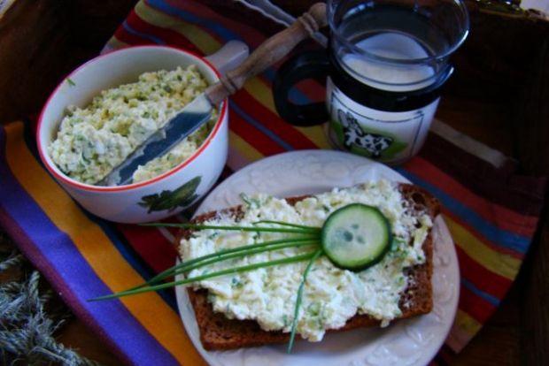 Wiosenna pasta śniadaniowa z awokado