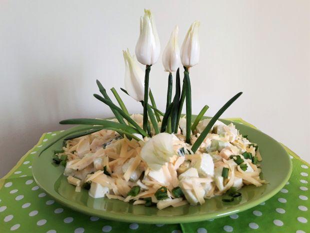 Wiosenna sałatka z jajkiem i zielonym ogórkiem