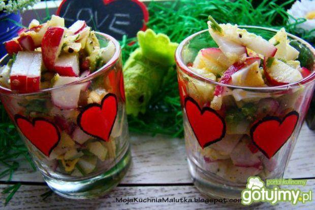 Wiosenna sałatka z rzodkiewką i awokado