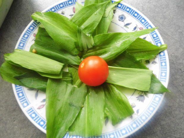 Wiosenna sałatka z sosem