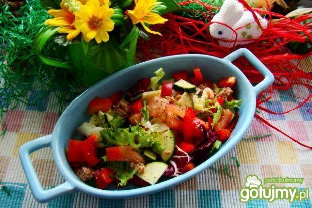 Wiosenna sałatka z tuńczykiem