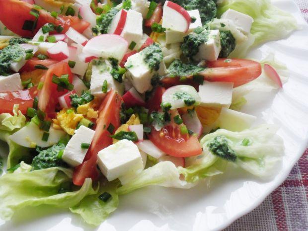 Wiosenna sałatka z zielonym sosem