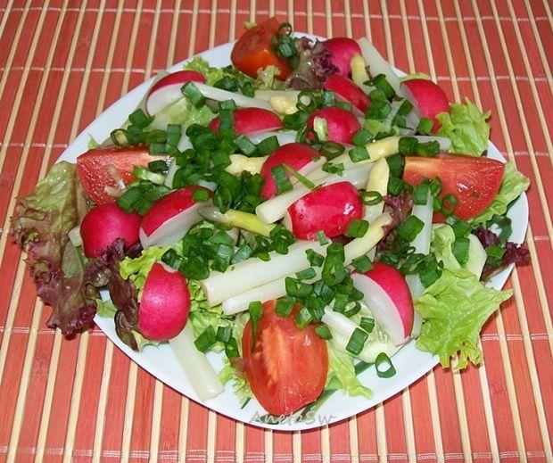 Wiosenna sałatka ze szparagami