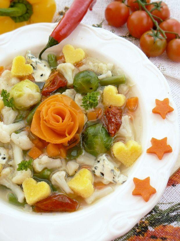 Wiosenna włoska zupa z polentą i warzywami