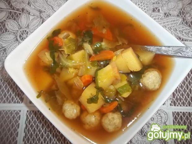 Wiosenna zupa z mięsnymi kuleczkami
