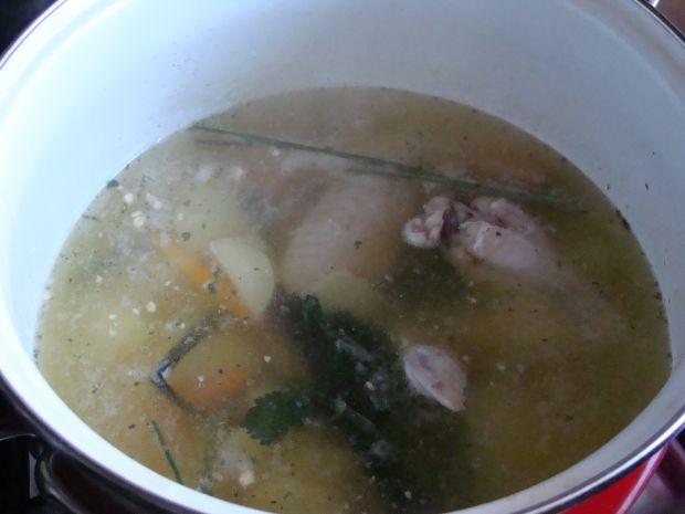 Wiosenna zupa z zielonym groszkiem