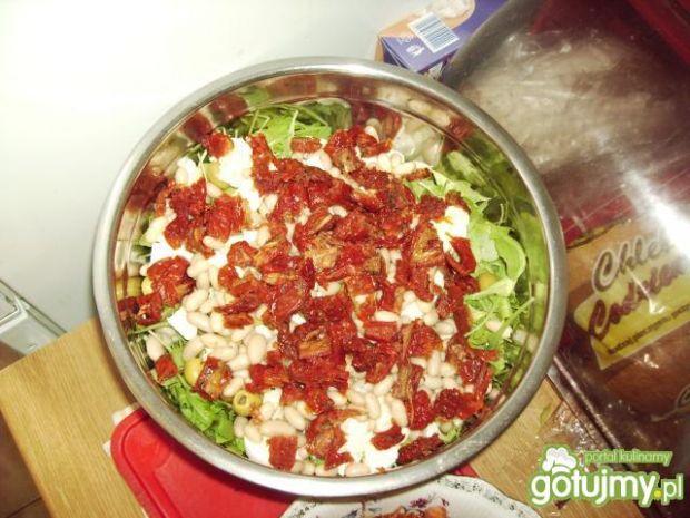Włoska sałatka z białą fasolą