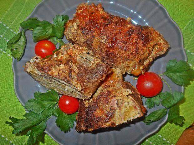 Wołowa rolada z kalarepką, boczkiem i serem