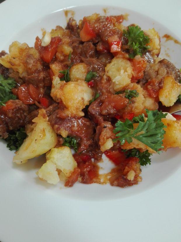 Wołowina curry massaman zapiekana pod ziemniakami