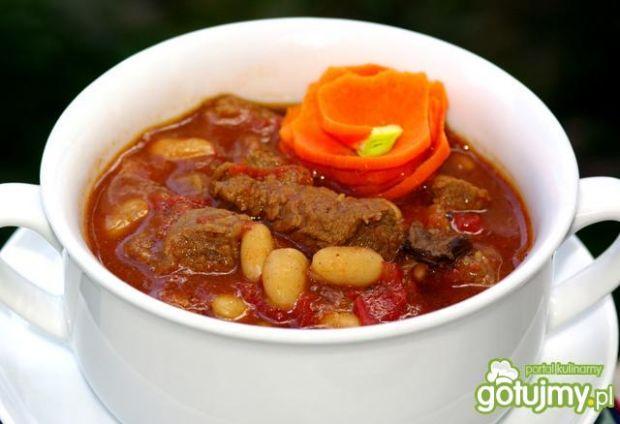 Wołowina z fasolą i grzybami