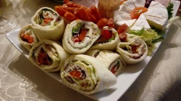 Wraps na jeden kęs z warzywami i szynką