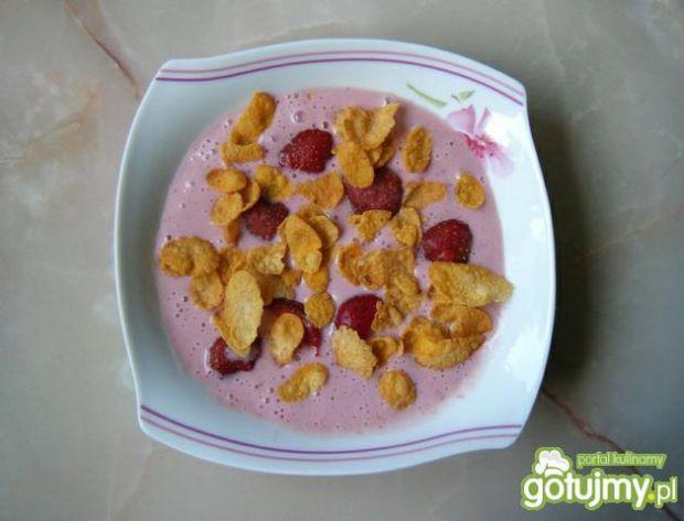 Wyśmienity chłodnik truskawkowy