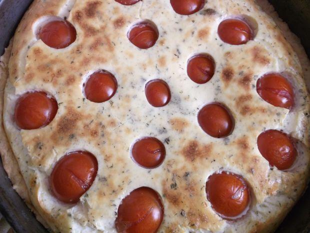 Wytrawne ciasto serowe z pomidorkami koktajlowymi