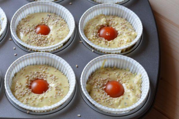 Wytrawne muffiny z pomidorkami