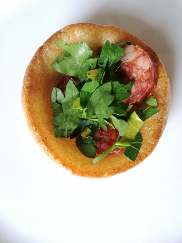Yorkshire pudding z chorizo i pietruszką
