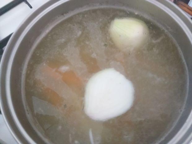 Zabielana zupa botwinkowa