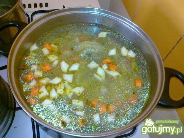 Zabielana zupka z brukselek