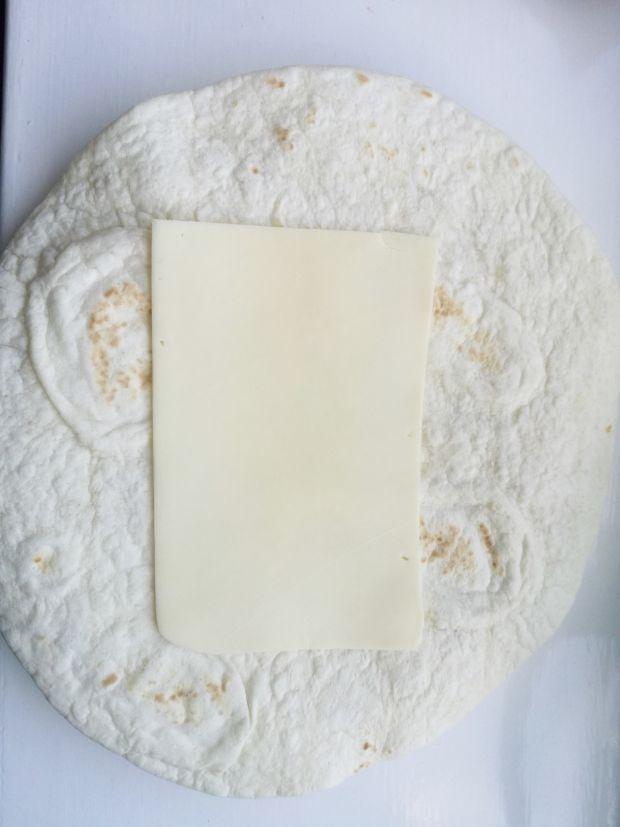 Zapiekana tortilla z kurczakiem i jalapeno