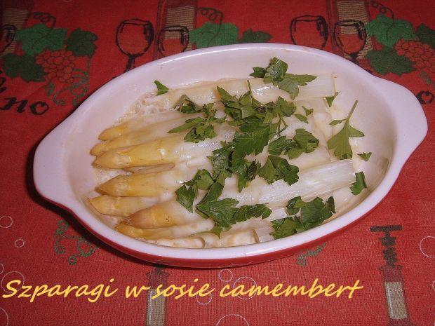 Zapiekane białe szparagi w sosie camembert