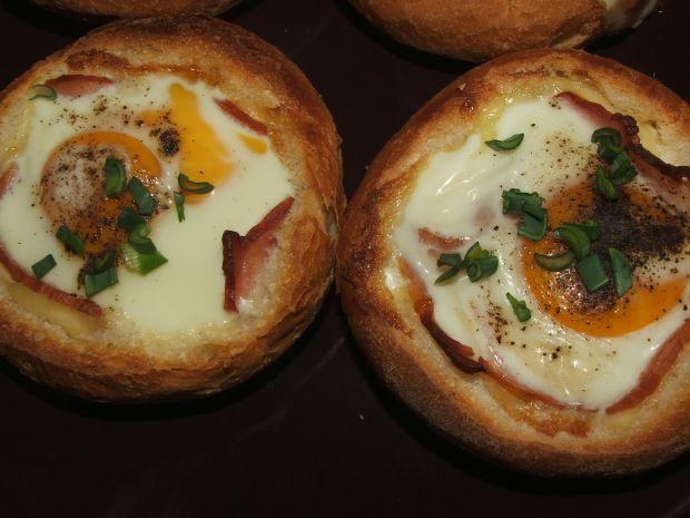 Zapiekane bułki z jajkiem