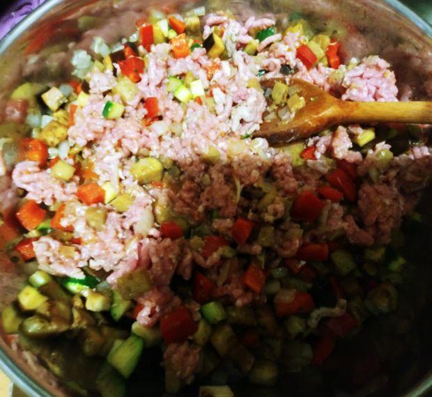 Zapiekane naleśniki z farszem warzywno-mięsnym