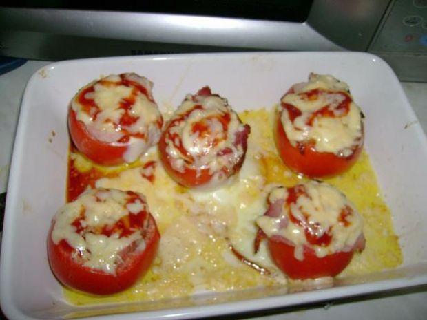 Zapiekane pomidory z jajkiem i szynką...