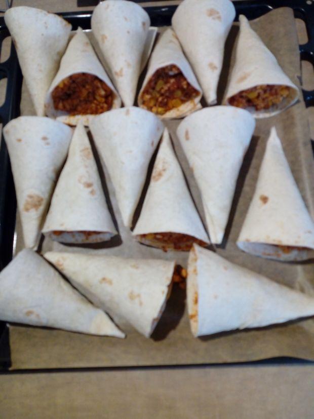 Zapiekane rożki z tortilli z mięsem i serem