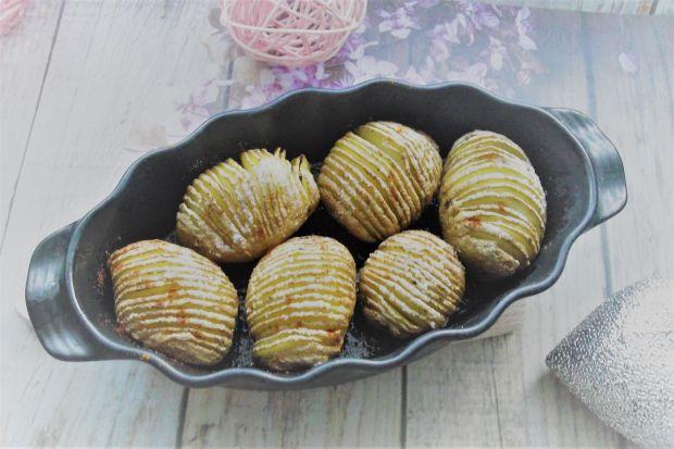 Zapiekane ziemniaki hasselback