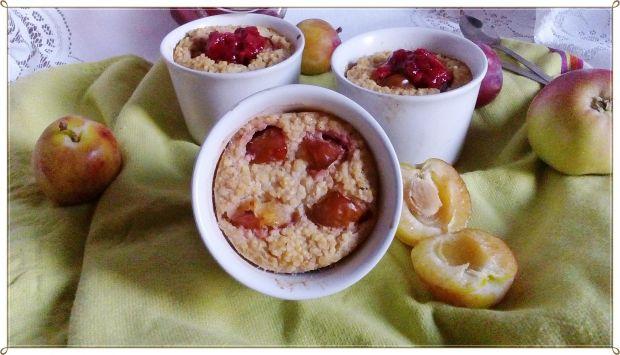 Zapiekanka jaglana z jabłkiem i śliwkami