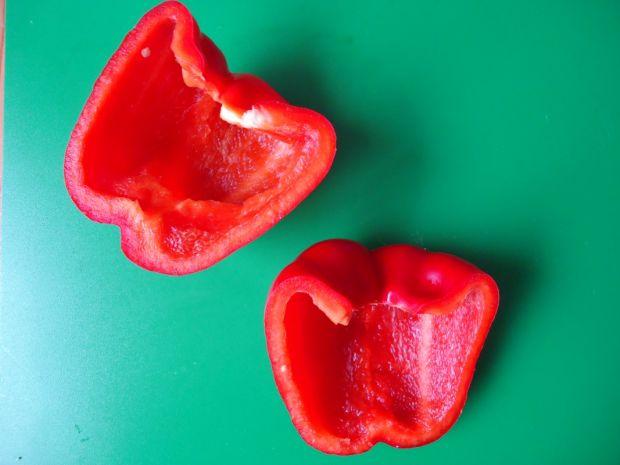 Zapiekanka makaronowa w czerwonej papryce