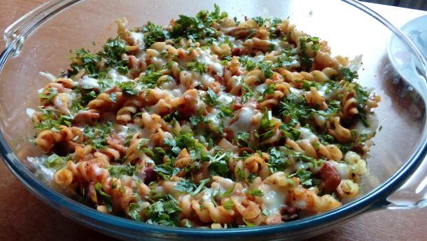 Zapiekanka makaronowa w sosie pomidorowym