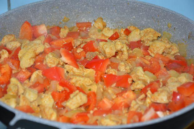 Zapiekanka makaronowa z kurczakiem i papryką