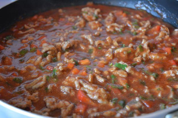 Zapiekanka makaronowa z mięsem i warzywami