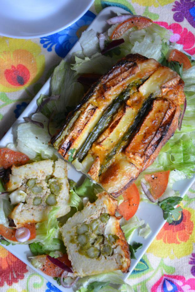 Zapiekanka serowa ze szparagami na ryżowym spodzie