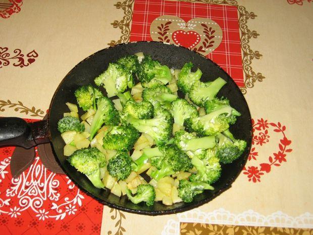 Zapiekanka z jajek, brokułów i pieczarek