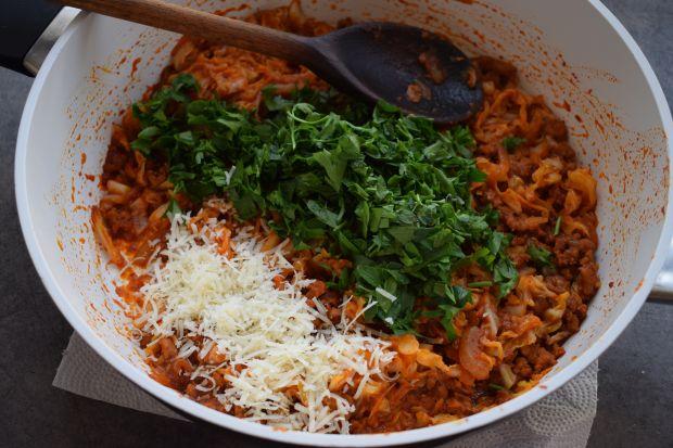 Zapiekanka z kapusty włoskiej i mięsa mielonego