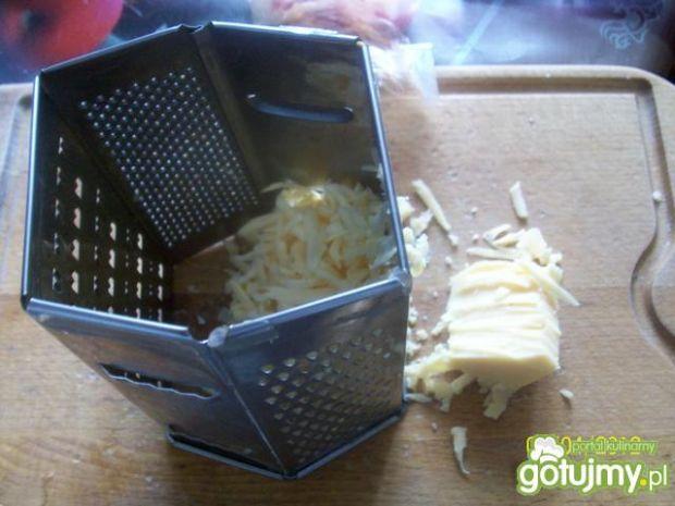 Zapiekanka z kiełbasą i jajkiem