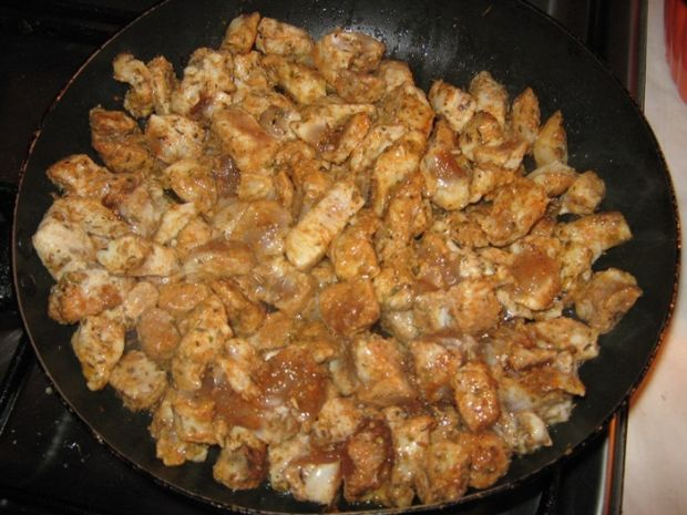 Zapiekanka z kurczakiem układana warstwami