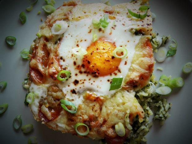 Zapiekanka z ryżu i szpinaku z jajkiem