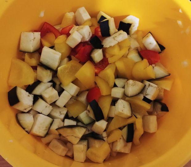 Zapiekanka z warzywami, kurczakiem i makaronem
