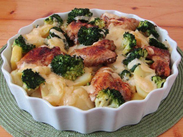 Zapiekanka z ziemniakami, brokułem i kurczakiem