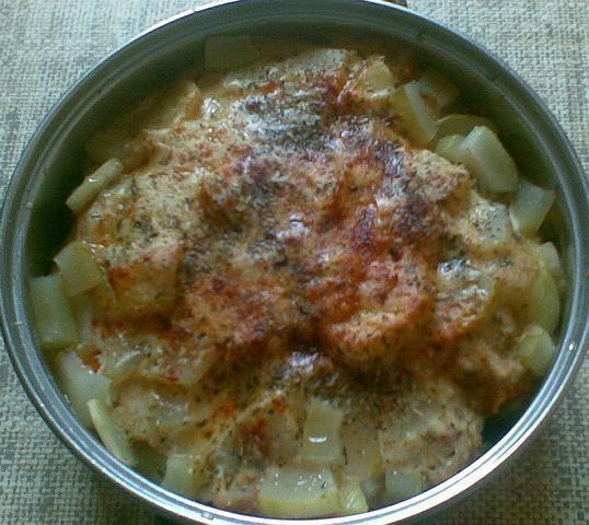 Zapiekanka z ziemniaków, kurczaka i sera