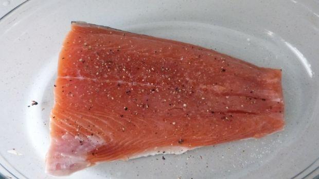 Zapiekanka ziemniaczana z łososiem i szpinakiem