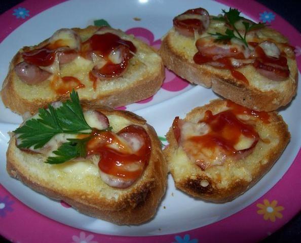 Zapiekanki z kiełbasą i serem
