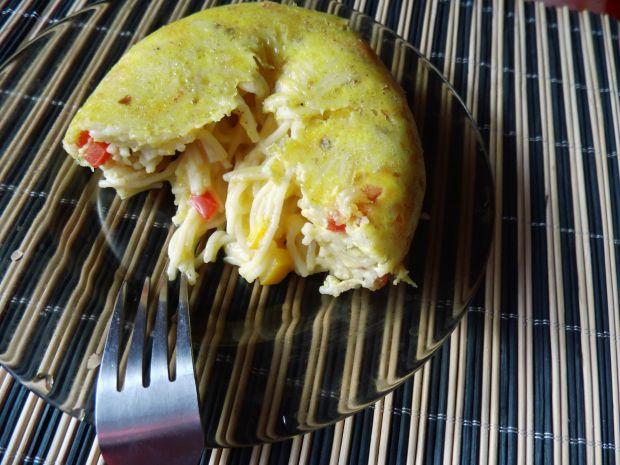 Zapiekany makaron z papryką i jajkami