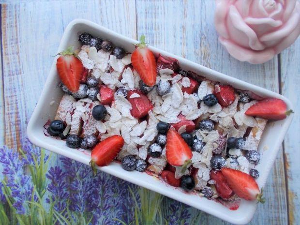 Zapiekany pudding z letnimi owocami