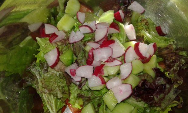 Zdrowa sałatka warzywna