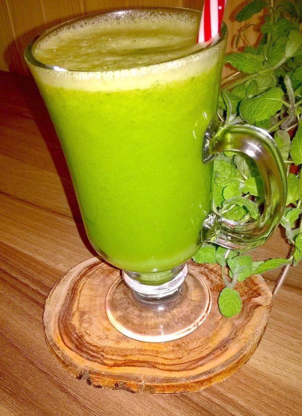 Zdrowy zielony sok z pietruszką