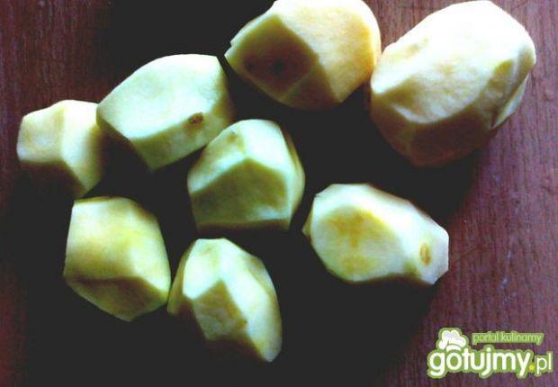 Żeberka z grilla z ziemniakami i sałatą