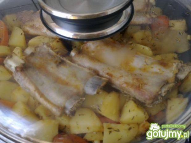 Żeberka z ziemniakami
